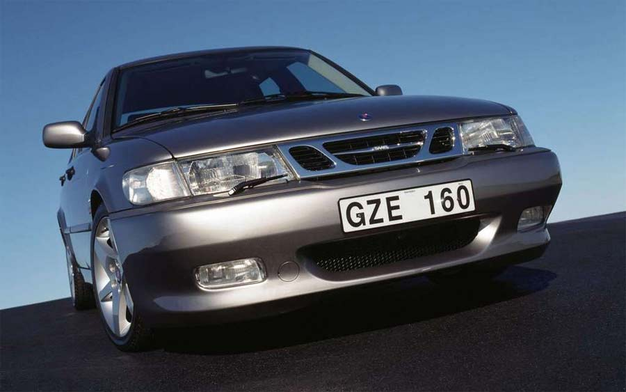 Saab 9-3 I Aero - the 4 cylinder 2.0L, 151kW engine is reasonably quiet and has a very smooth delivery of power.
