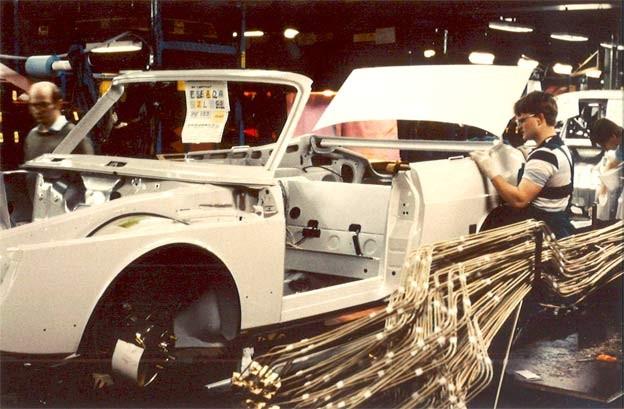 Saab 900 Cabrio on Production line