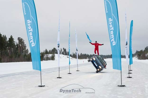 Dynatech Performance Team on Ice with Saab 9-3