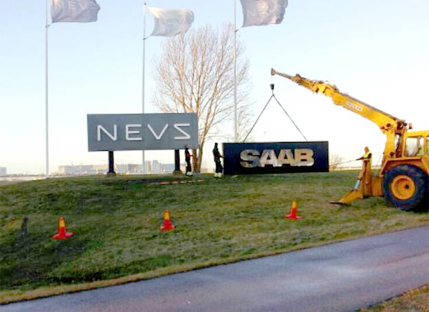 Handover of the Saab Sign to Saab Car Museum