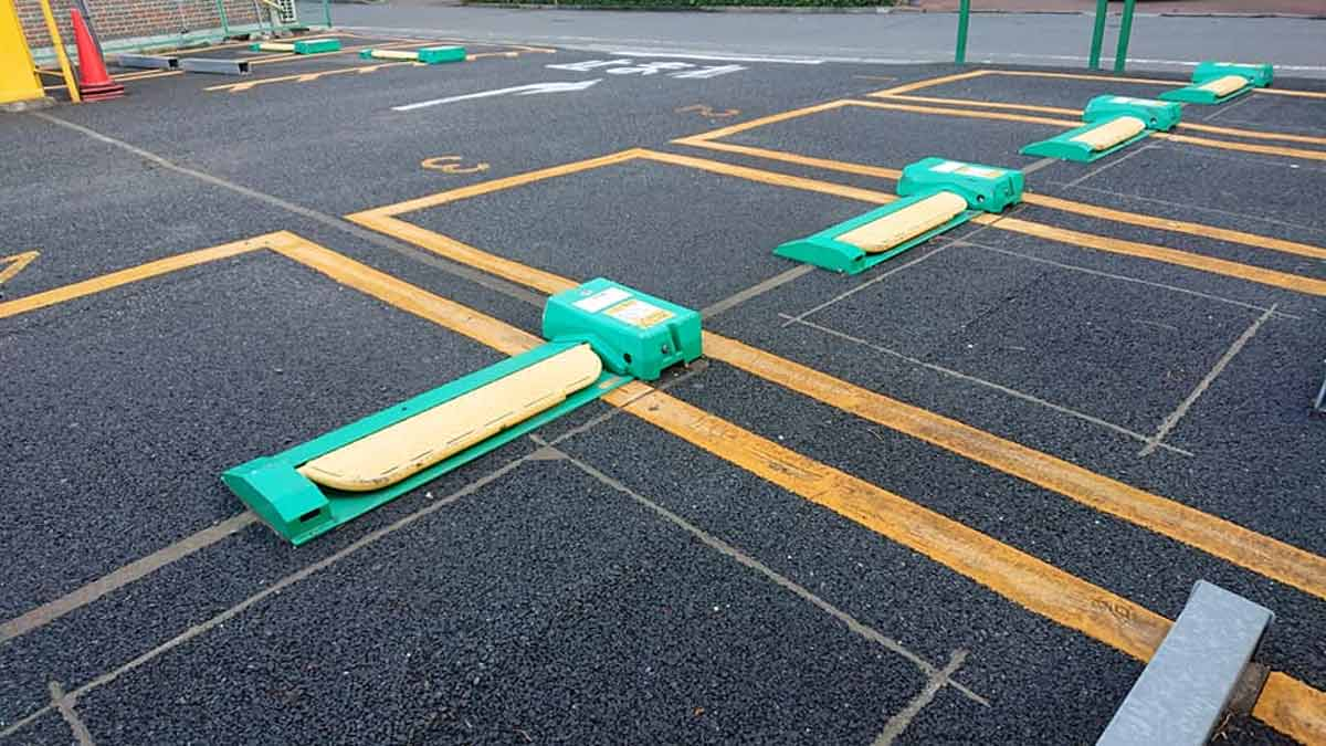 Parking lot in Tokyo - Self-service Car Parking Control System wit Flaps