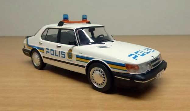Polis-Saab 900
