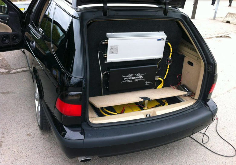 Saab 9-5 with Superb-Sound-System