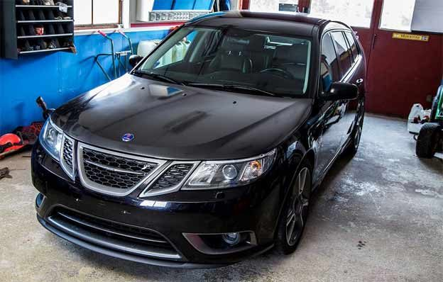 Saab 9-3 Turbo X wrapped in Carbon Fiber