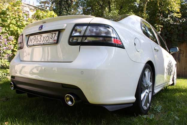Saab 9-3 with Custom Rear Splitters and Diffuser