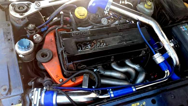Saab 9-5 Engine bay