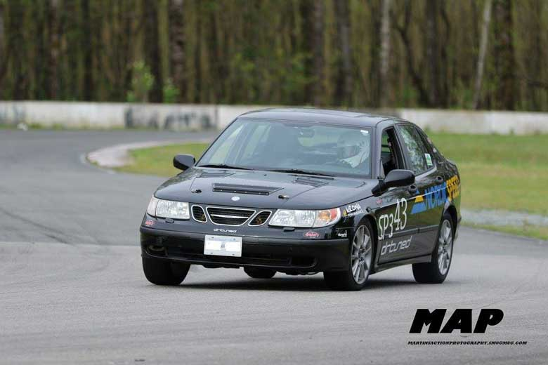 Saab 9-5 Aero in race action