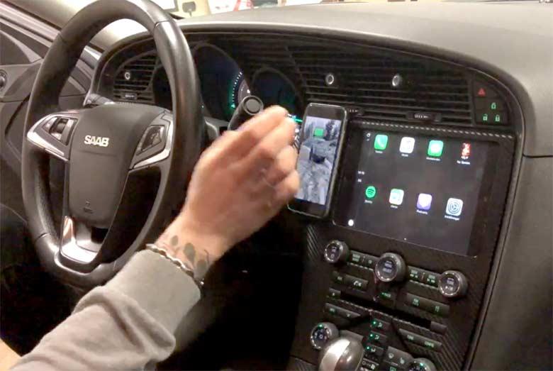 Custom made iPad Mini as stereo-navigation in Saab 9-5 NG