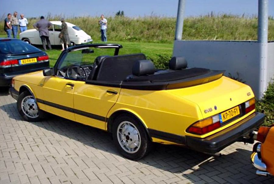 4 Door Convertible >> The Classic Saab 900 4 Door Convertible
