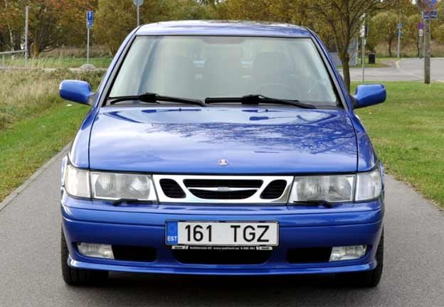 Saab 900 Coupe Lightning Blue