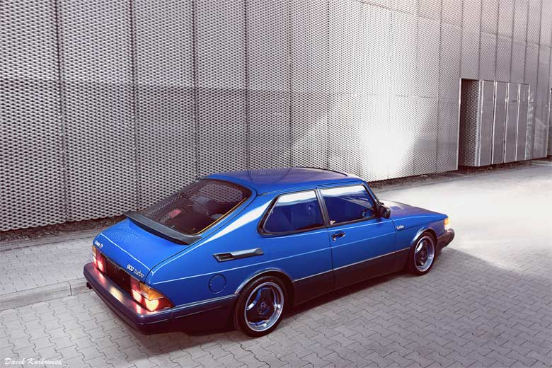 Ultramarine Blue Saab 900 Turbo