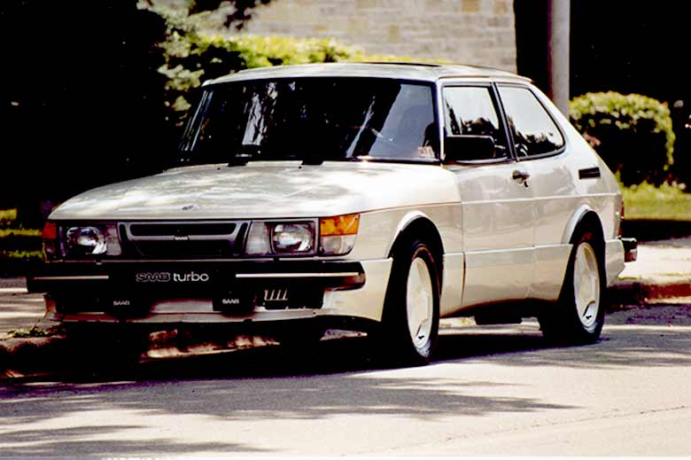Buyer's Guide: Saab 900 T16