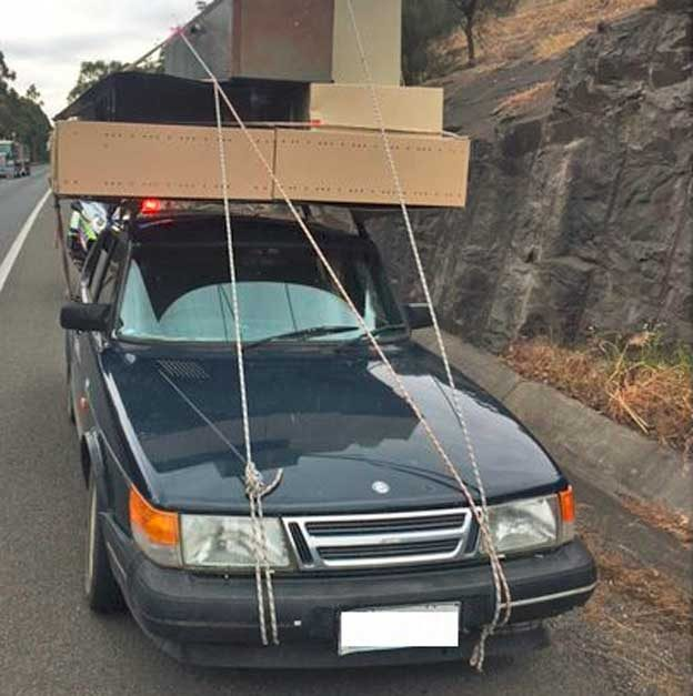 Saab 900i - unsecured load