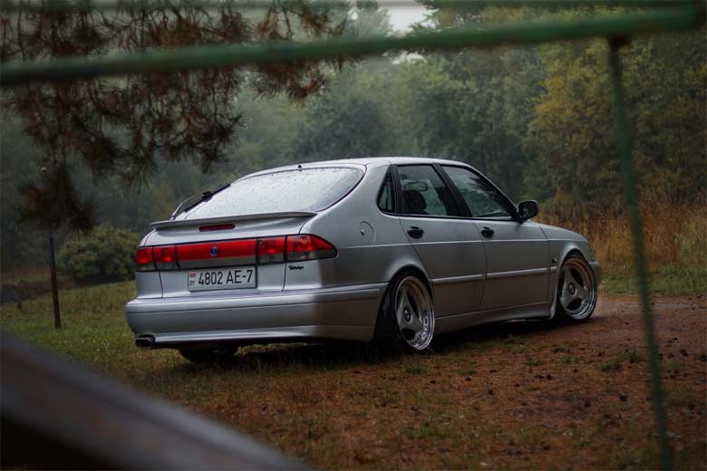 Stanced Saab 900NG Talladega (photo by Denis Samsonov)
