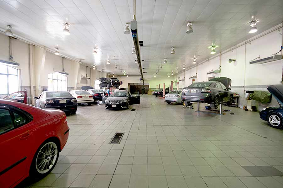 The Abandoned Dealership in Doha - This is how a Saab car service center once looked