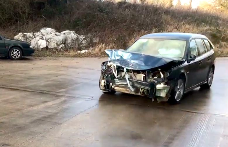 Saab sportcombi crashed