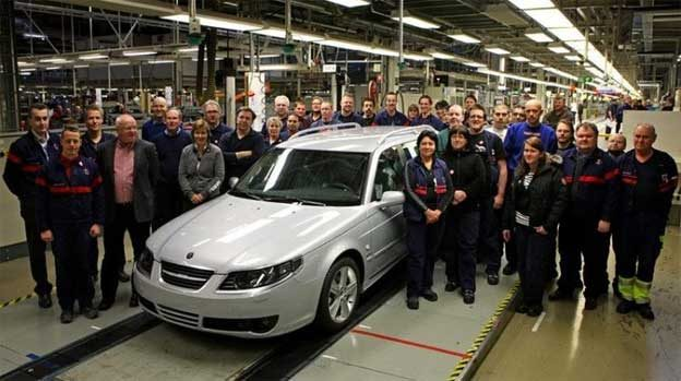 Saab Workers stand next to the last model of First generation Saab 9-5