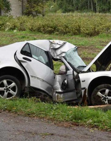 crashed Saab car