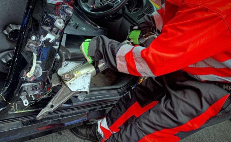 Cutting the Saab car was one of the most difficult tasks for the rescue team