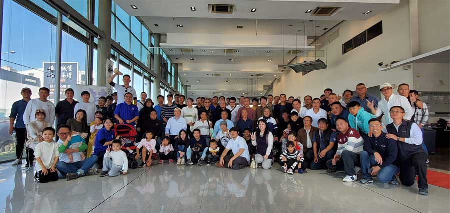Members of Saab 9000 squadron