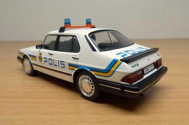 Police Saab 900i Svenska
