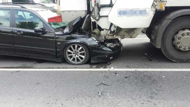 Saab 9-5 crashed into truck