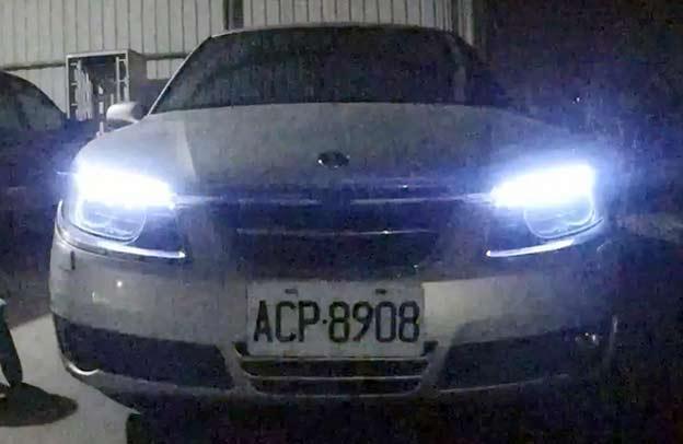 """""""Safety Car"""" Style LED Flasher on Saab 9-5"""