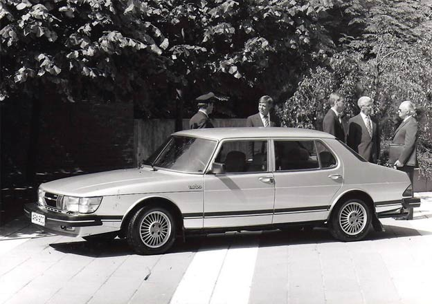 SAAB 900 CD and GLE