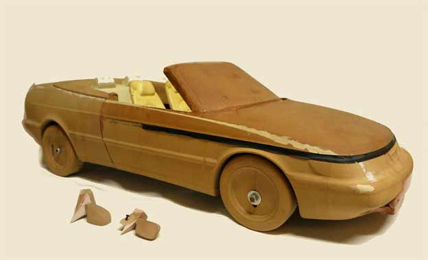 the wooden scale model of the Saab 900 Cabrio NG