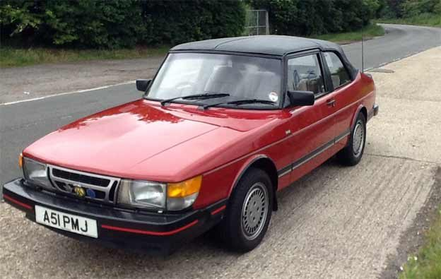 Saab 900 with the roof-mounted