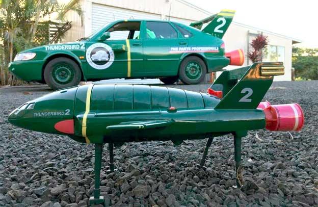 Saab 900 team Thunderbird 2