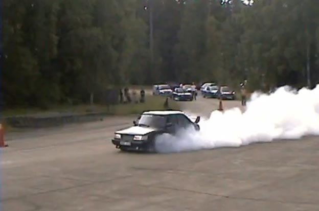 Saab 900 8v Insane Burnout
