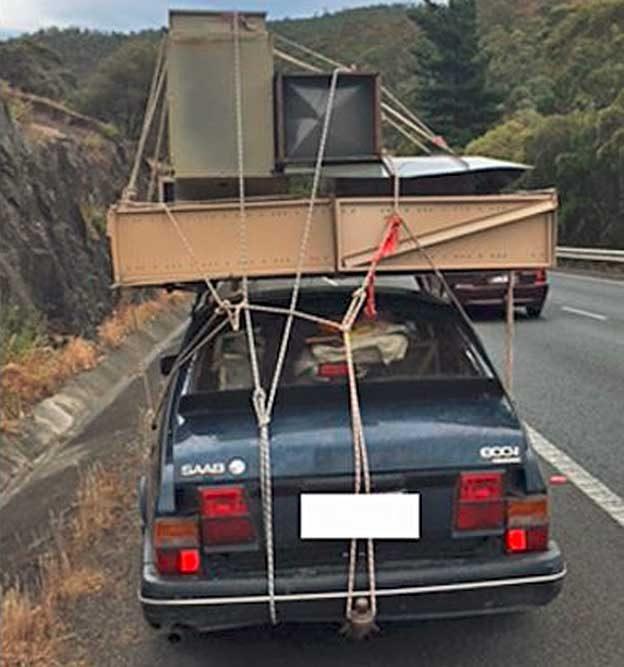 Saab 900i load