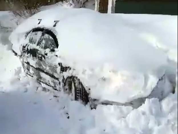 Saab 9-3 Aero digging out After a Snow Storm