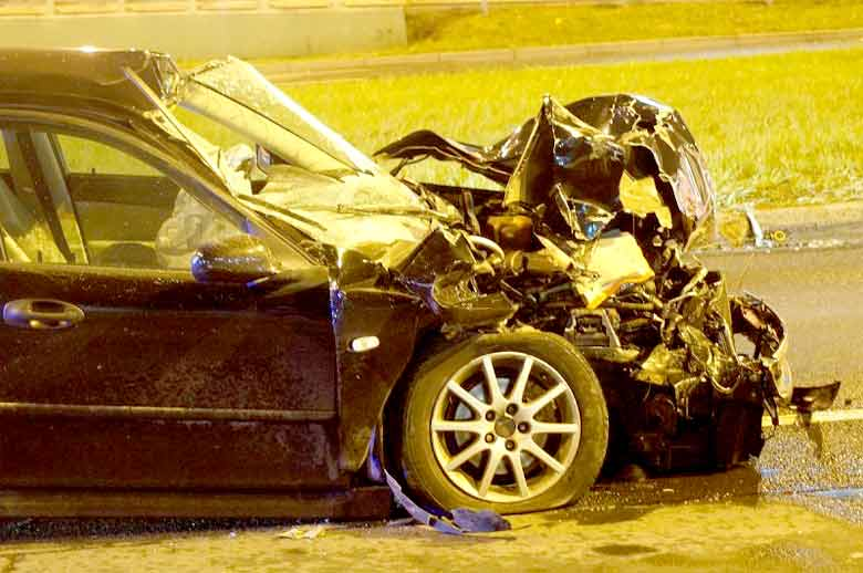 Incredible Car Crash Survival: Drunk Saab driver hits truck