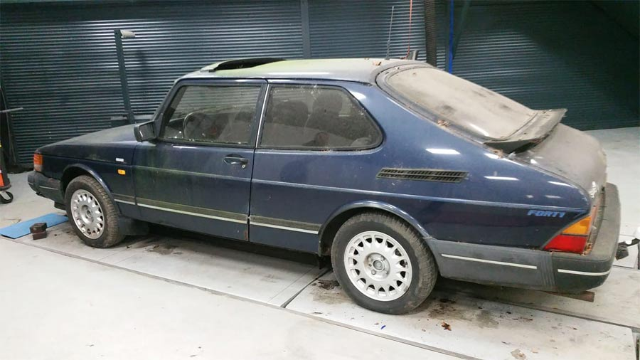 """SAAB 900 """"Forty"""" Special Edition 1"""