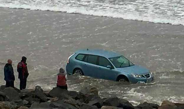 Saab 9-3 caught in the tidal wave
