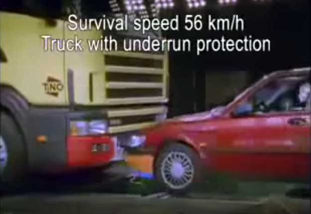 Crash Test Scania vs. Saab