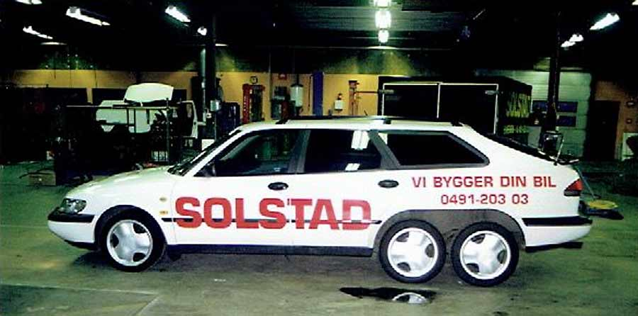 Six-wheel Saab 900