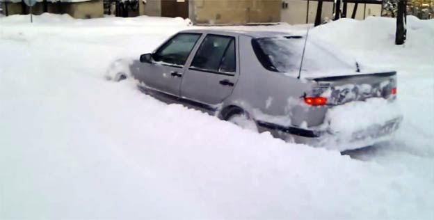 Saab 9000 Aero through snow