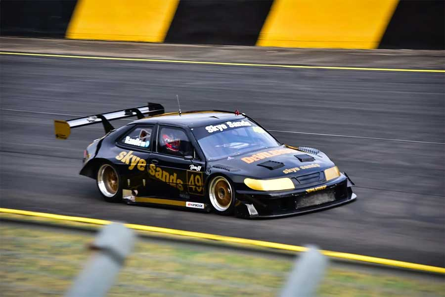 Thomas also raced in his fathers SAAB Sports Sedan twice, claiming a pole position, a lap record, and one national race win.