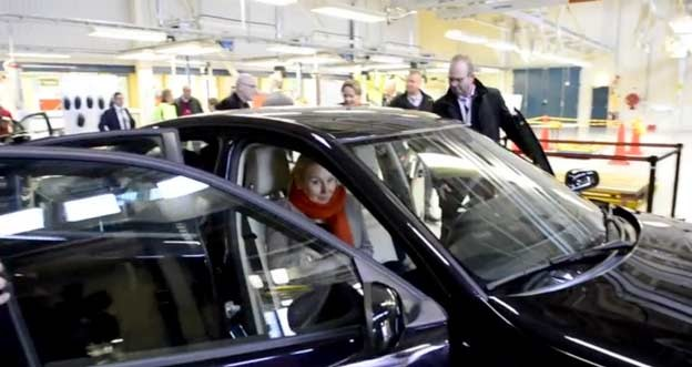 Swedish minister test Nevs 9-3 EV