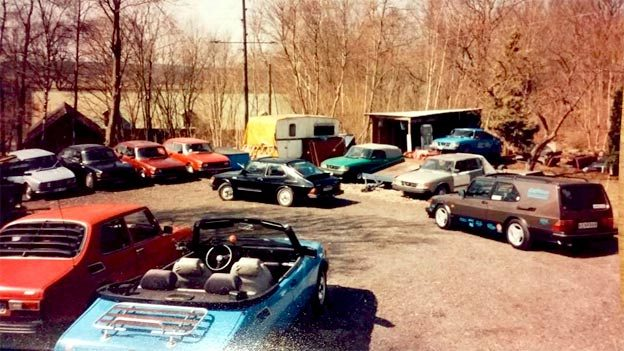View of the yard full of Christian's Saab projects, and Saab cars that are waiting to be processed...