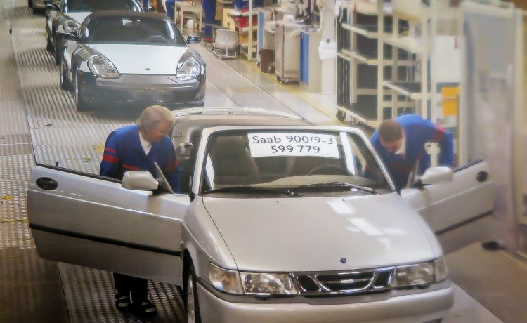 The Saab 9-3-900 Cabriolet on the production line in Uusikaupunki, Finland